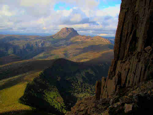 800px_cradle_mountain_seen_from_barn_bluff.jpg